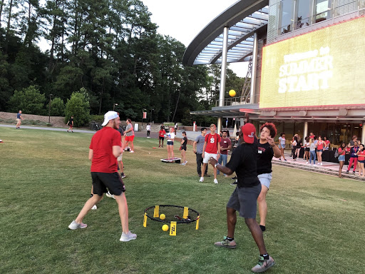 Students play spike ball after summer start welcome cookout